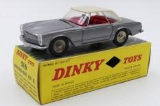 Dinky Toys Mercedes 230SL avec intérieur de couleur rouge