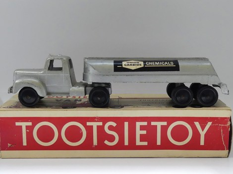"Tootsietoys Mack""B"" semi remorque citerne ""Union Carbide"""