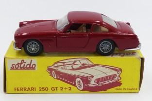 Solido-Ferrari 250GT 2+2 avec phares en strass nuances de rouge