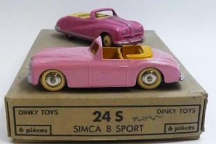 Dinky Toys Simca 8 sport (pare brise épais) couleur rare avec l'Austin Atlantic