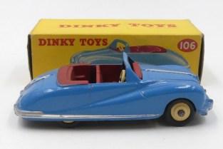 Dinky Toys Austin Atlantic intérieur rouge et jantes crème