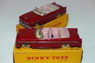 Dinky Toys Chrysler New Yorker avec intérieur rosé et beige rosé