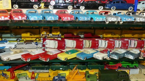 Dinky Toys vitrine avec les variantes