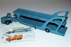 Dinky Toys Unic prototype Unic semi remorque porte autos Boilot avec le catalogue le montrant dans cette livrée bleue