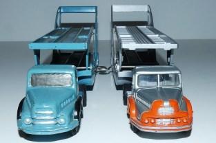 Dinky Toys Unic tracteur semi remorque porte autos (prototype ): rampes lisse et modèle de série (rampe gravée)