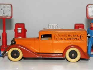 "Tootsietoys Graham camionnette ""Commercial Tire Supply"""