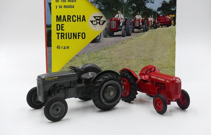 Micro Models (Australie) Ferguson et Massey Ferguson Lion Molberg avec le disque