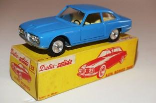 Dalia Solido Alfa Romeo 2600 ( jantes en acier chromé et phares en strass)