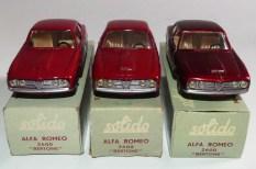 Solido Alfa Romeo 2600 (variante de phares moulés) et jantes en acier chromé; variante de rouge
