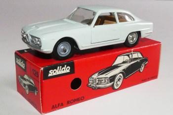 Solido Alfa Romeo 2600 (variante de phares: strass taillé)