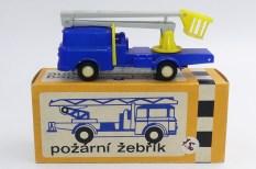 Igra Skoda 706 camion avec nacelle