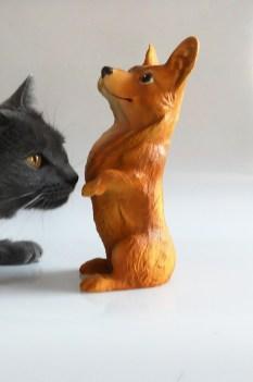 """Corgi Toys """"le Corgi"""" et la chatte Poppée"""