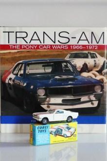 Ford Mustang Trans Am de A J Foyt et sa réplique Corgi Toys ! même le pilote est là !