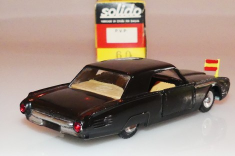Dalia-Solido Ford Thunderbird diplomatique