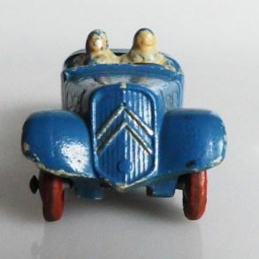 JRD Citroën 11 cabriolet avec élégantes