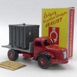 DinkyToys Berliet GLR plateau avec jantes concaves et pneus à section ronde avec jeux de 52 carte Berliet : Exigez les pièces d'origine Berliet !