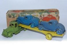 Japan Mack semi remorque porte autos avec 2 autos fortement inspiré par le modèle Tootsietoys