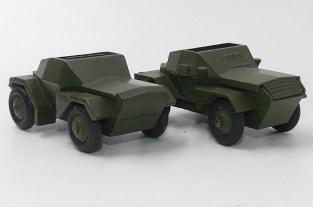 Dinky Toys prototype bois du Ferret engin de reconnaissance militaire et la version de série