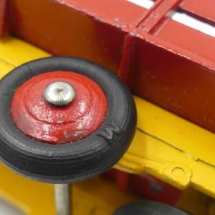 Dinky toys France Ford camion ridelles ajourées (petite équerre)