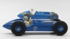 Dinky Toys France (premier plan) et Grande Bre