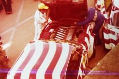 photo prise des stands BMW lors de l'édition 1977.. BMW 3.0CSL Luigi avant le départ