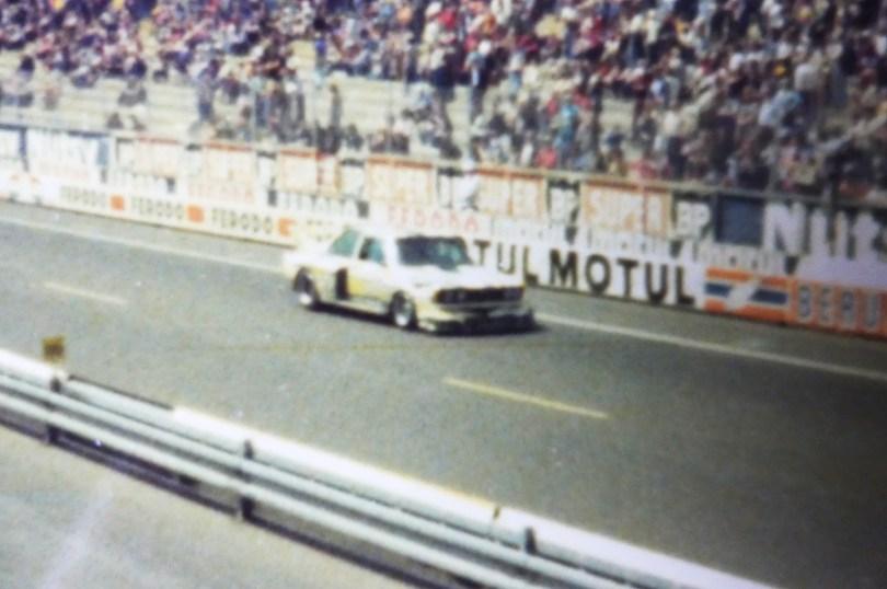 photo prise des stands BMW lors de l'édition 1977.. BMW 320 groupe 5