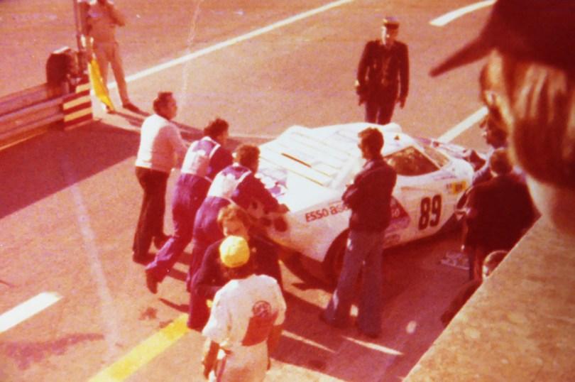 photo prise des stands BMW lors de l'édition 1977.. c'est déjà fini pour la Lancia Stratos