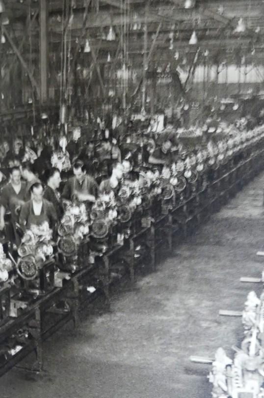 l'atelier de montage des moteurs de l'ïle Seguin