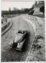 photographie de Robert Doisneau: Renault Vivasport