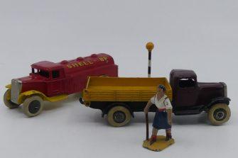 Dinky Toys 25D camion citerne et 25 E benne basculante d'avant guerre (première calandre)