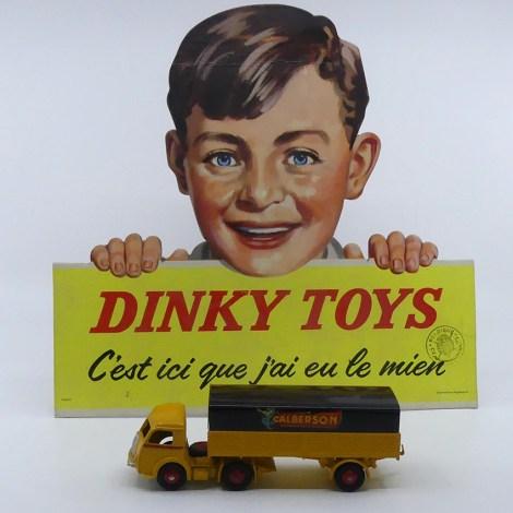 """Dinky Toys panneau en carton """"C'est ici que j'ai eu le mien"""" avec le prototype du Panhard Calberson"""