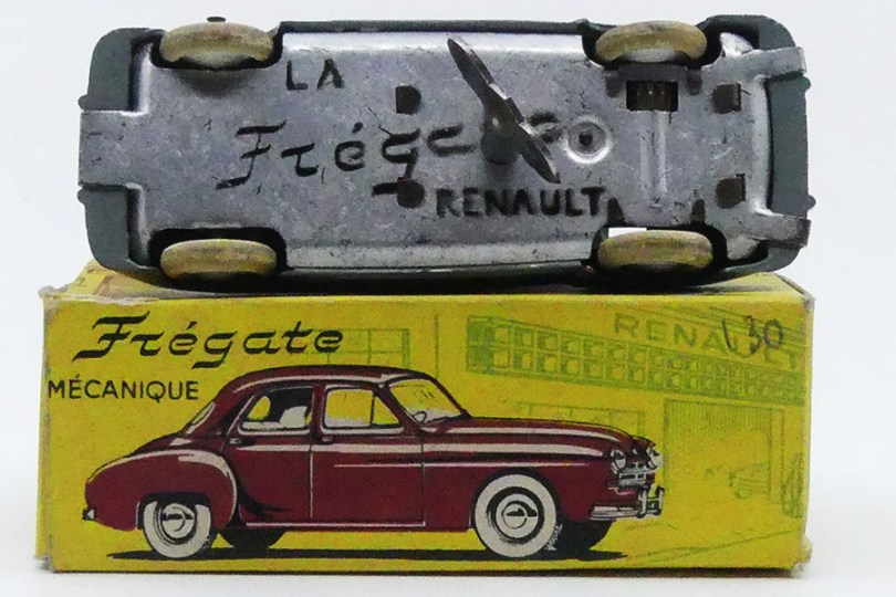 chassis de la Renault Fregate calandre à barres mécanique de chez CIJ