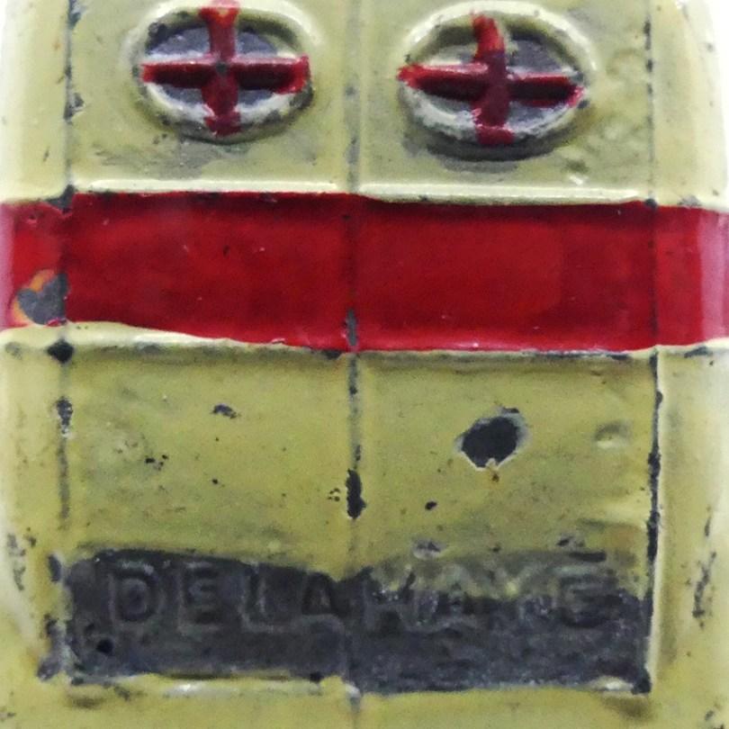 CD Delahaye (détails de la porte arrière de l'ambulance municipale) avec gravure Delahaye !