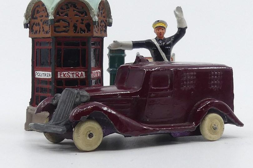 DK (inconnu) Graham fourgonnette de police danoise avec policier (copie d'époque de la Birk moulage monobloc de la carrosserie)