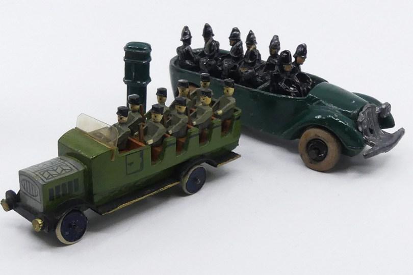 NS (?) fourgon d'intervention de la police danoise avec borne Micro politi et Erzegebirge véhicule transport de troupe de police