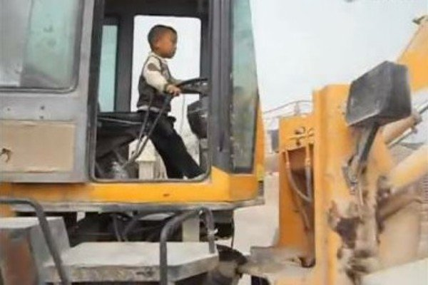 Watch A 5 Year old Chinese Boy Drive A Front Loader Tractor Like A Pro