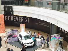 renault-kwid-at-45th-automall-kurla-mumbai-2