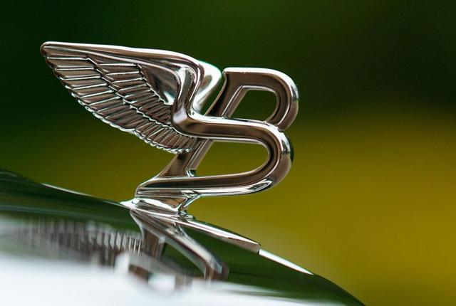 Bentley Embléma