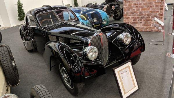 Type 57 е революция в дизайна на Bugatti през 30-те, дело на Жан Бугати, сина на основателя на компанията Еторе. Най-ценни са SC версиите (от Surbaissе - снижен, и Compresseur - компресор). Най-известният екземпляр от общо едва 43-те SC, версия Drop Head Coupe, днес е собственост на моделиера Ралф Лорън и се оценява на 40 милиона долара.
