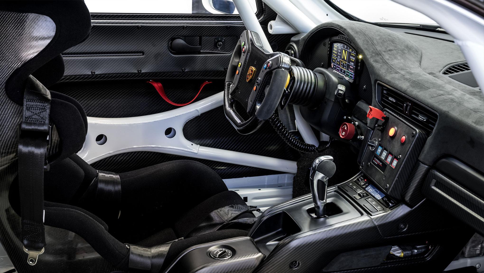 Porsche-GT2-RS-Clubsport---Interior