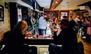 106877847-1620131564046-gettyimages-1232677638-NYC_BAR_SEATING.jpeg