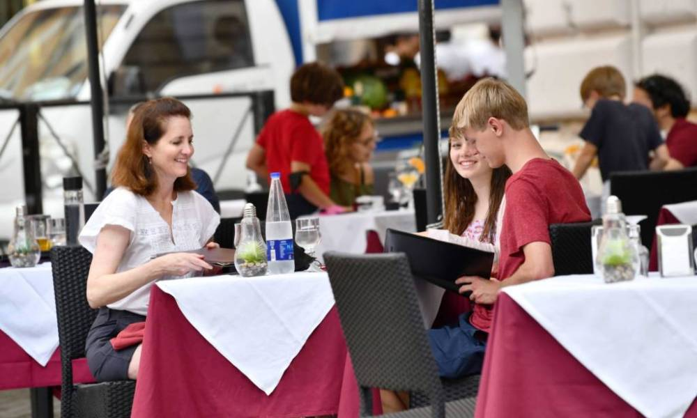 106918641-1627548913958-gettyimages-1233640893-ITALY-ROME-RESTAURANT-COFFEE_SHOP-CUSTOMERS.jpeg