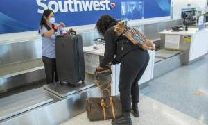 1632607148_106946399-1632409744435-gettyimages-1230260424-675003-la-me-lax-holiday-travel7-MAM.jpeg