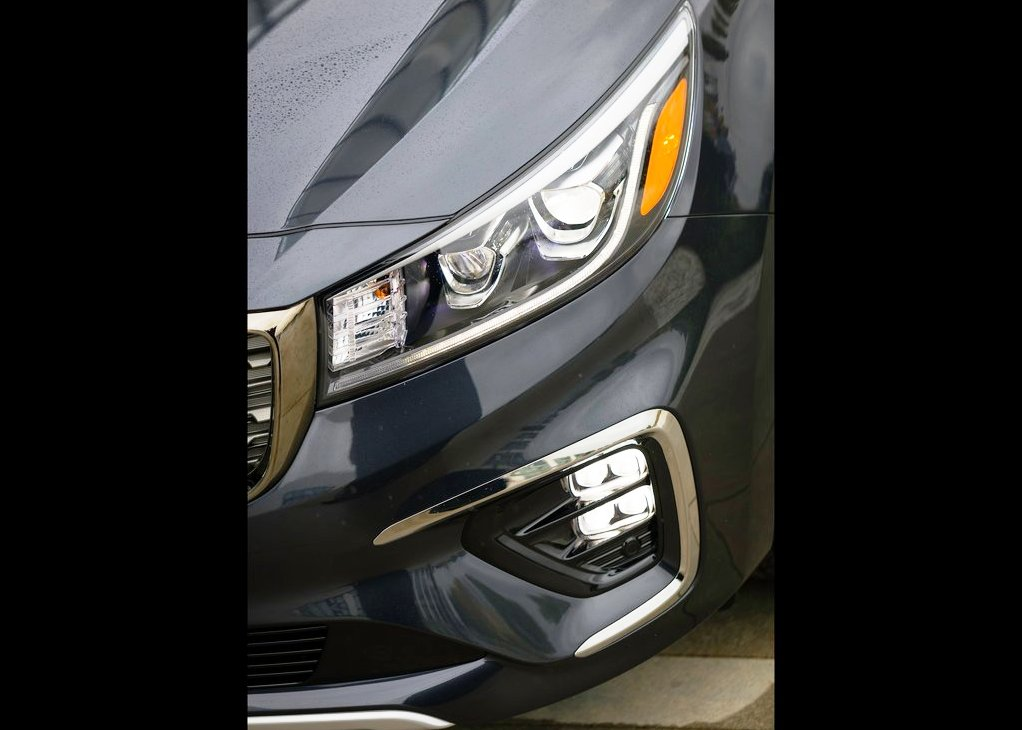2020 Kia Carnival New Headlights