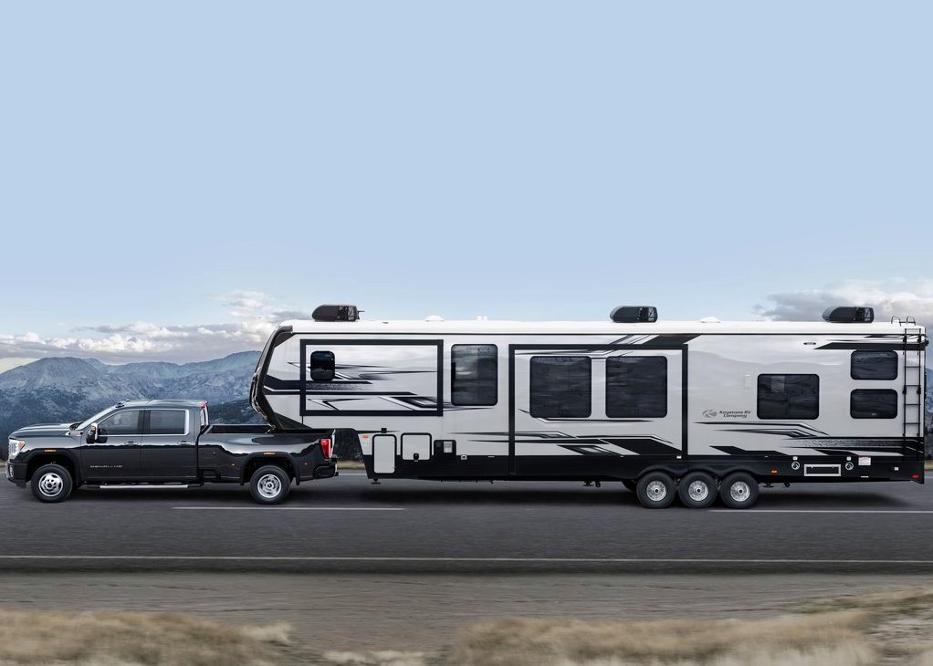 2021 GMC Sierra 2500HD Towing a Trailer