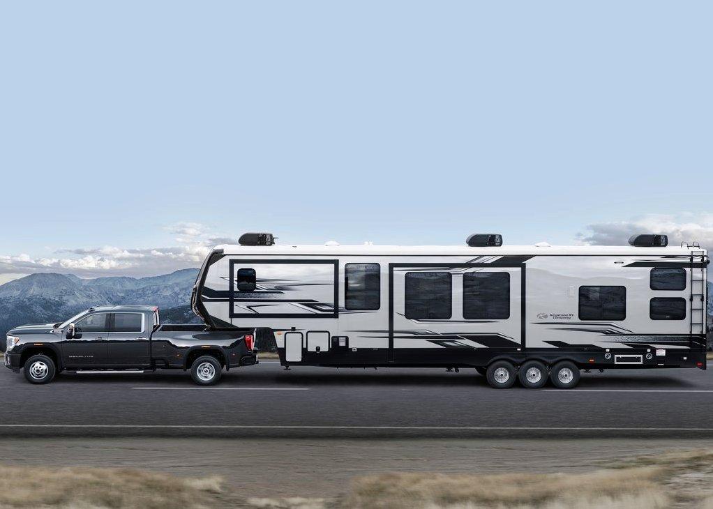 2021 GMC Sierra 2500HD Towing a Trailer