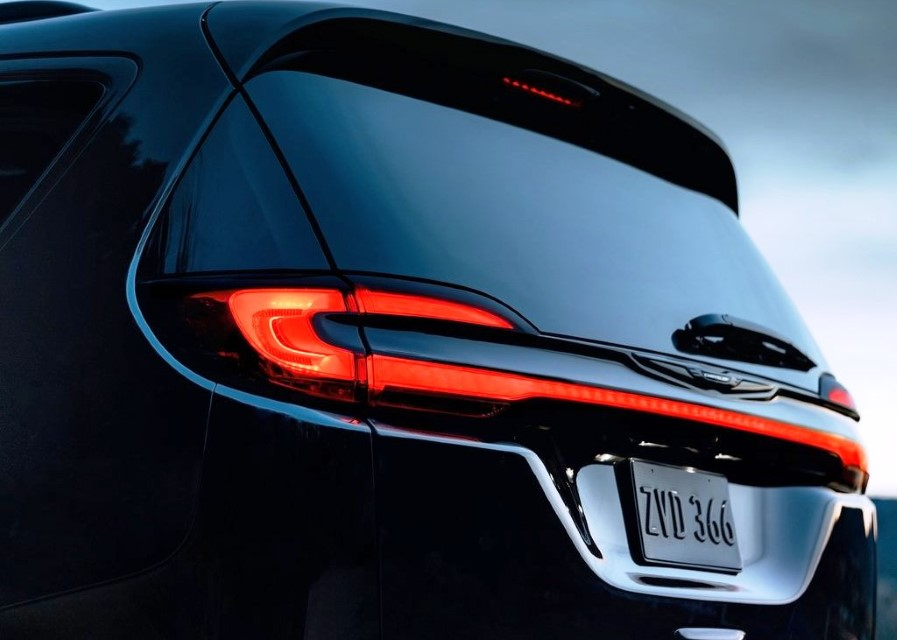 2021 Chrysler Pacifica AWD Tail Light