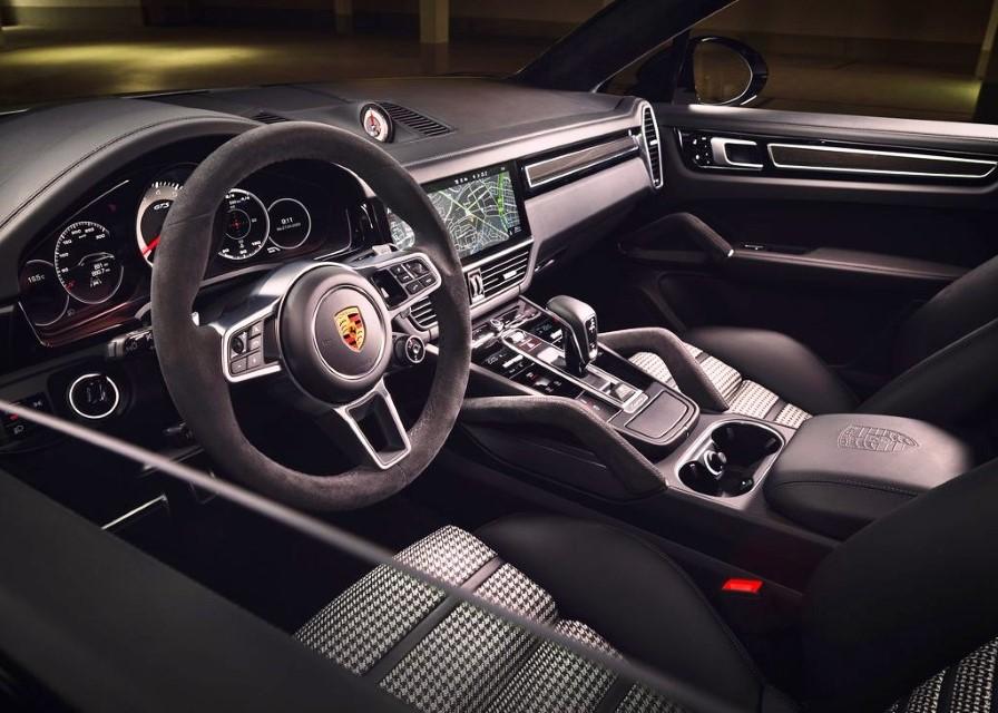 2022 Porsche Cayenne GTS Coupe PCM Features