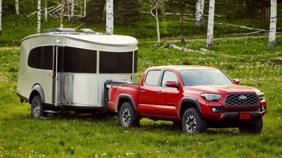 New Toyota Tacoma Towing a Trailer pictures