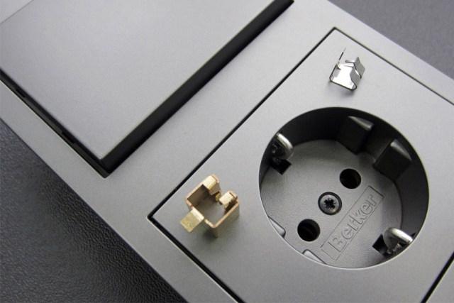 저명한 패널 제조업체 Berker와 그 밖의 BT-150 사용자들은 더 빠르고 더 저렴한 비용으로 절곡된 컴포넌트의 원형과 소규모 배치(batch)를 생산할 수 있다.